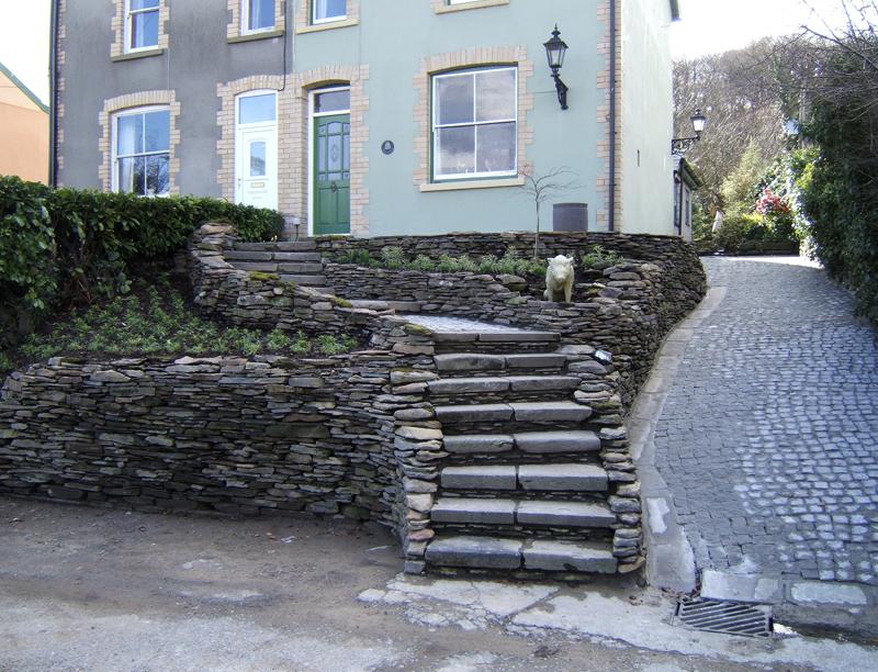 Front Garden Ornate Steps and Pig