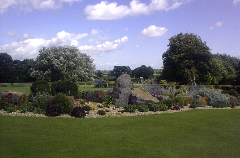 Rockery with Curved Lawn